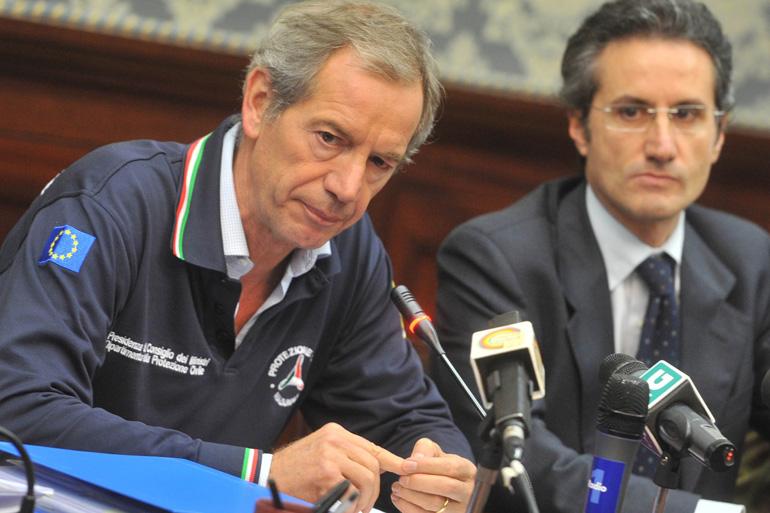 Pirozzi finge di smontare il comitato elettorale: