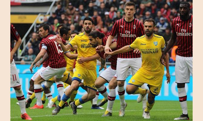 Il Frosinone sbaglia dal dischetto e sveglia il Milan ...